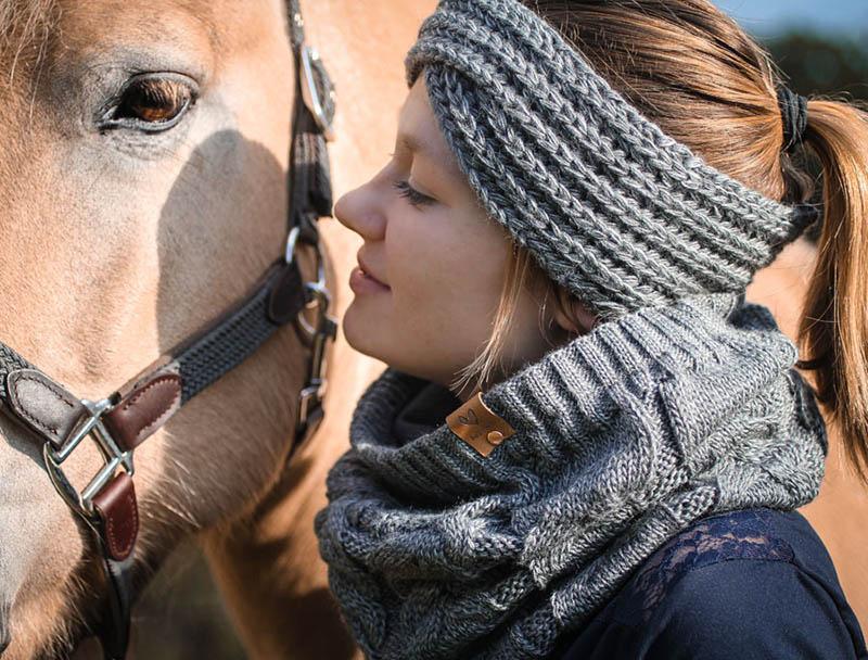 Sophie_Kunterbunt_Loop_Schal_Equestrian_Grey4